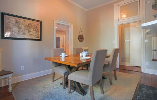 Southern Charm - Two-bedroom - Savannah, GA 31401