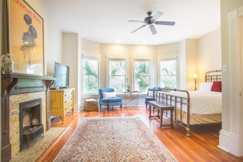 Delia Row - 905b - One-bedroom - Savannah, GA 31401
