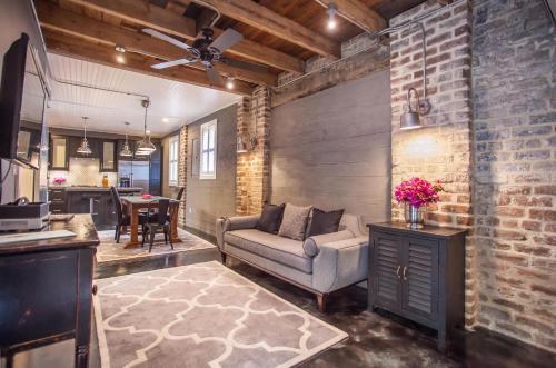 Whitaker Lane - One-bedroom - Savannah, GA 31401