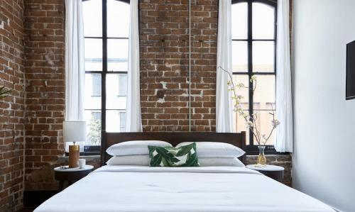 The Grant - Three-bedroom Broughton Street (307) - Savannah, GA 31401