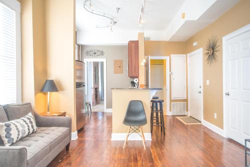 Greene Square Getaway - Two-bedroom - Savannah, GA 31401