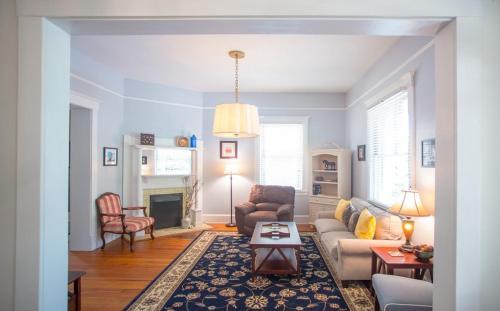 Oakview Manor - Three-bedroom - Savannah, GA 31401