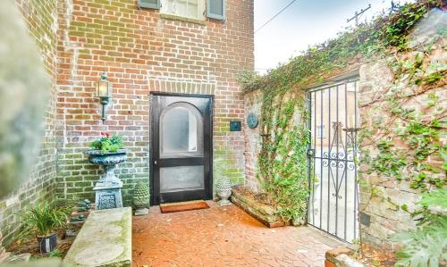 Lamplight Carriage House - One-bedroom - Savannah, GA 31401