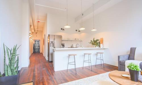 The Grant - One-bedroom Broughton Street (303a) - Savannah, GA 31401