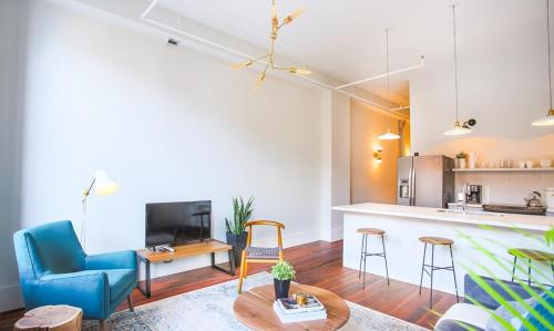 The Grant - One-bedroom Broughton Street (303a) - Savannah, GA 31401