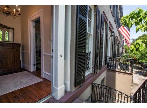 Getaway On Gordon - Two-bedroom - Savannah, GA 31401