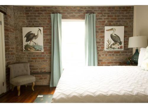 Sycamore Carriage House - One-bedroom - Savannah, GA 31401