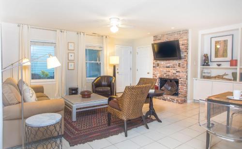 Traveler's Escape - One-bedroom - Savannah, GA 31401