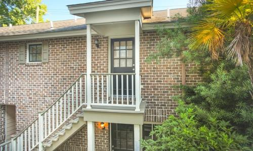 Crawford Square Carriage House - One-bedroom - Savannah, GA 31401