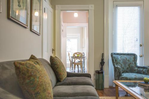 Delia Row - 905a - One-bedroom - Savannah, GA 31401