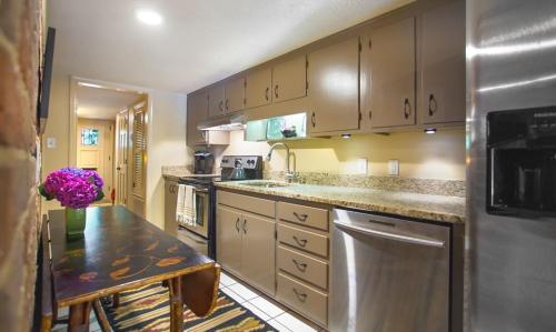 Finn's Retreat - One-bedroom - Savannah, GA 31401