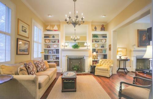 Explorer's Haven - Two-bedroom - Savannah, GA 31401
