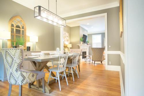 Crawford Square Retreat - Two-bedroom - Savannah, GA 31401