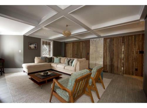 Hall & Oaks - One-bedroom - Savannah, GA 31401