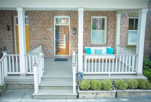 Crawford Square Main And Carriage Home - Three-bedroom - Savannah, GA 31401