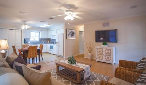 Sunrise House - Four-bedroom - Tybee Island, GA 31328
