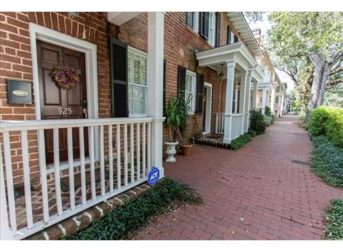 Wandering Artist - Three-bedroom - Savannah, GA 31401