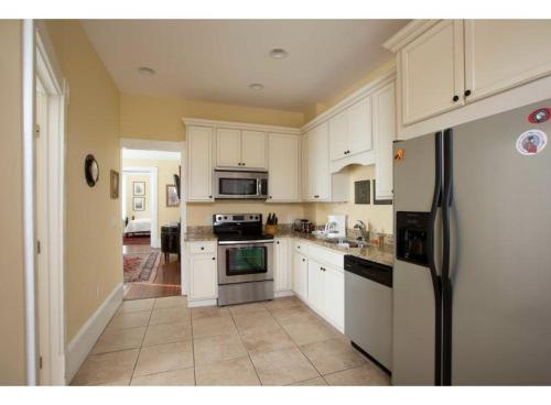 Harper House - Two-bedroom - Savannah, GA 31401