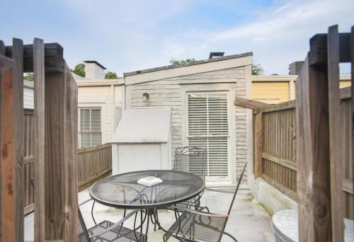 Delia Row - 903c - One-bedroom - Savannah, GA 31401