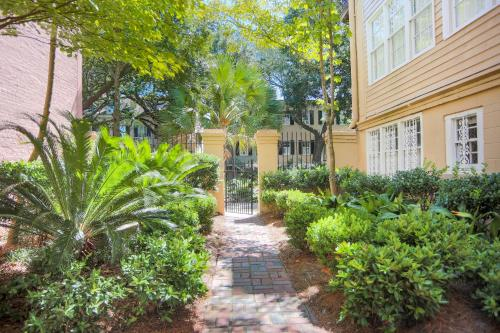 Gem On Jones - One-bedroom - Savannah, GA 31401