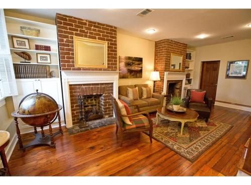 Sycamore Main House - Two-bedroom - Savannah, GA 31401