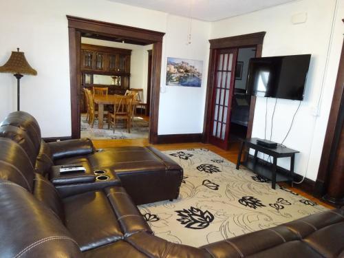 Emil's Place - Minneapolis, MN 55405