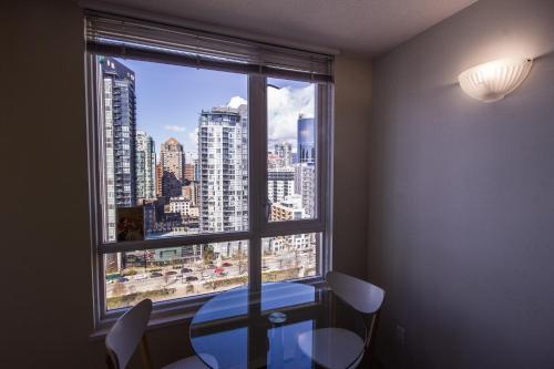 Charming Studio Downtown With Skyline View - Vancouver, BC V6B 3E6