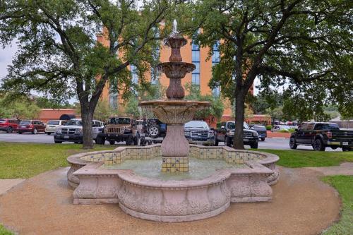 Embassy Suites Austin - Central - Austin, TX 78723