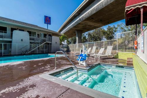 Motel 6 Redlands Photo