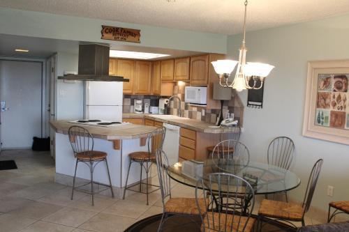 Island House Beachfront Condo Hotel - Corpus Christi, TX 78418