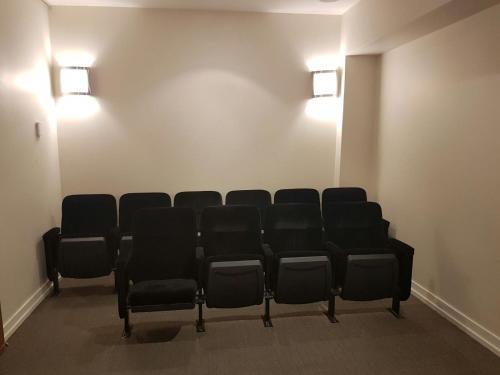 Premium Suites - Yonge/eglinton - Toronto, ON M4S 2B1