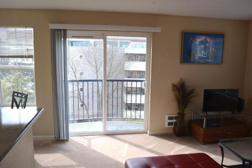 First Hill Apartment - Broadway - Seattle, WA 98122