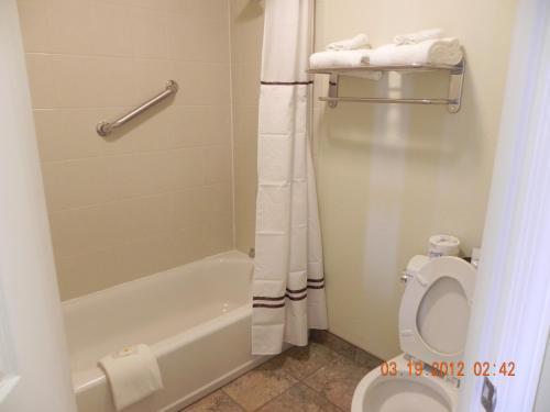 Relax Inn And Suites Kuttawa - Kuttawa, KY 42055