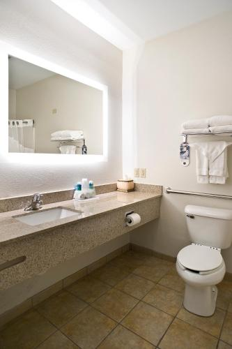 Holiday Inn Express Hotel & Suites Vermillion - Vermillion, SD 57069