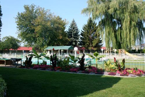 Okanagan Seasons Resort - Kelowna, BC V1X 1Z9