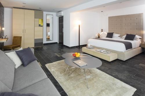Junior Suite with Terrace Hotel Boutique Ses Pitreras 4