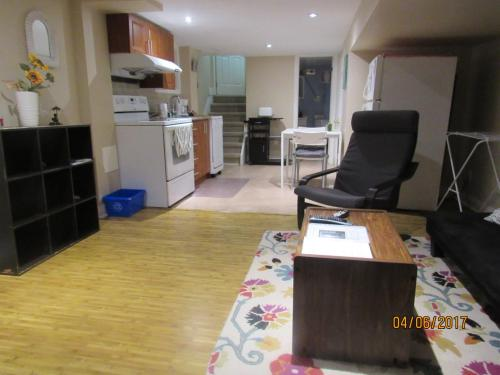 Cosy 1 Bedroom Apartment In Toronto Beaches - Toronto, ON M4L 3R2
