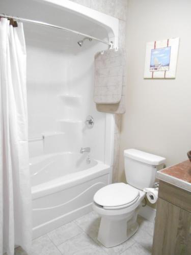Quiet Lakeside 2 Bedroom Vacation Rental