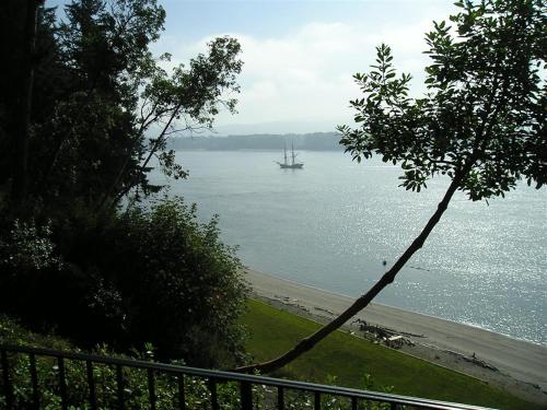 The Villa At Little Cape Horn - Bed And Breakfast - Cathlamet, WA 98612
