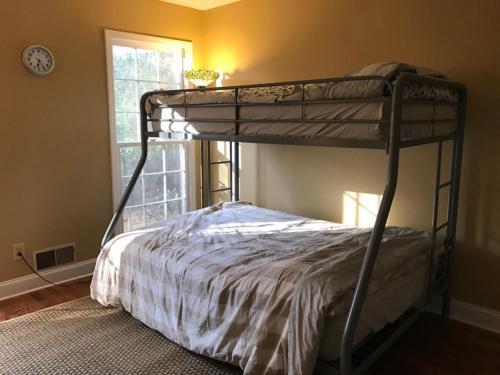Teresa's Guest Friendly Private Room In Atlanta - Atlanta, GA 30338