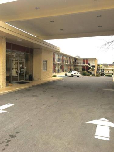 Budgetel Inn & Suites - Dalton, GA 30720