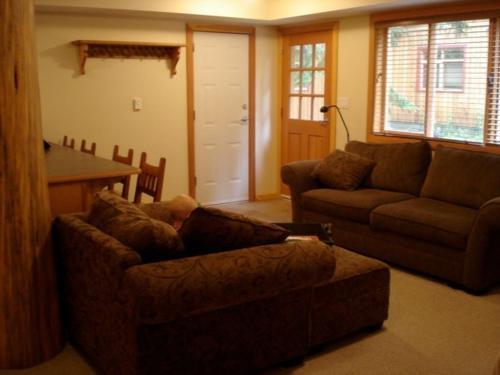 Big Red Lodge - Rossland, BC V0G 1Y0