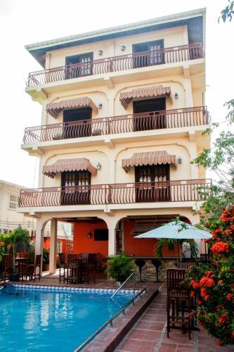 HotelWindjammer International Cuisine & Comfort Inn