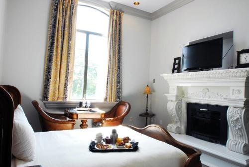Chateau Avalon Hotel Photo
