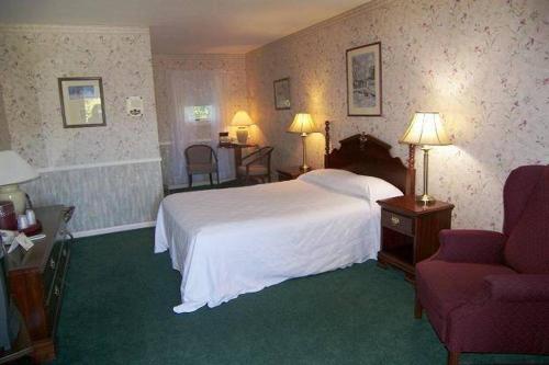 Cedar Crest Inn - Camden, ME 04843