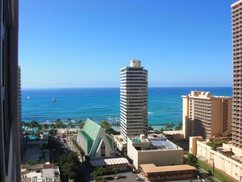 Waikiki Banyan Remodeled Ocean-view Condo 2212 - Honolulu, HI 96815