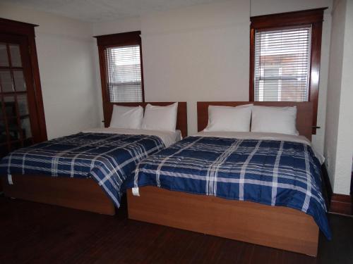 Niagara Holiday Home - Niagara Falls, ON L2G 1V9
