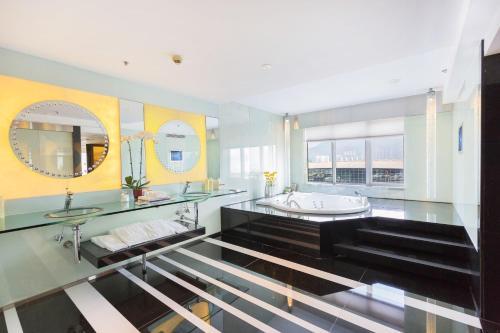 Regal Airport Hotel photo 40