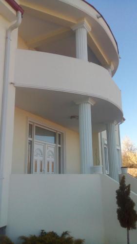 Paradisso Mansion
