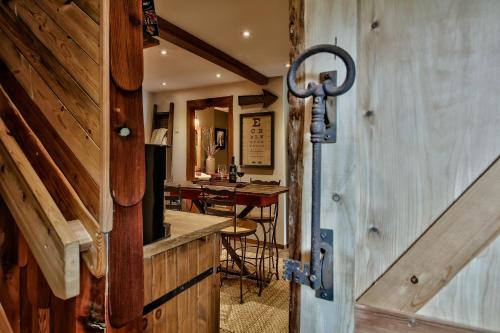 A Suite Retreat Bed And Breakfast - Sun Peaks, BC V0E 1Z1